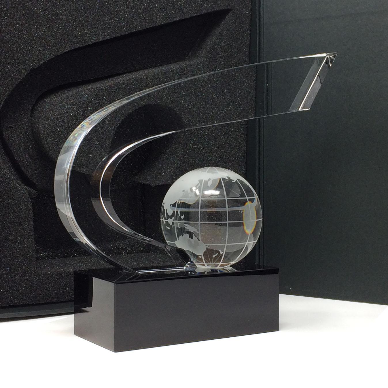Trophée coupe prestige avec son globe sur socle noir