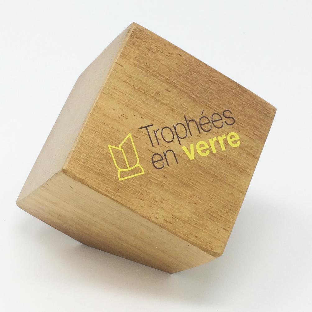 trophée à personnaliser en bois cube