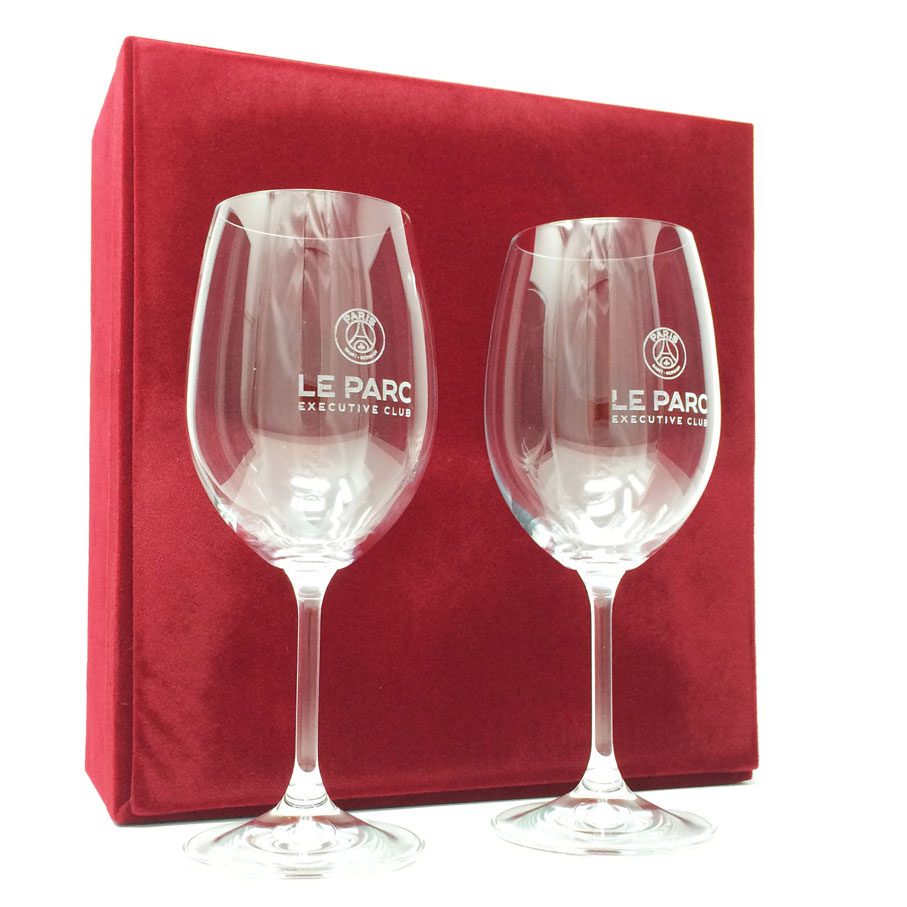 Pair-of-personalised-wine-glasses-in-a-gift-box