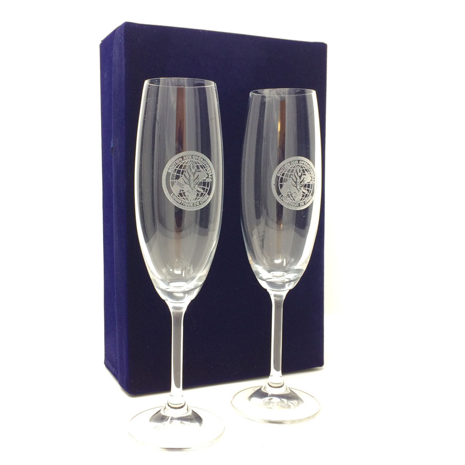 Personnalised-champagne-flutes.