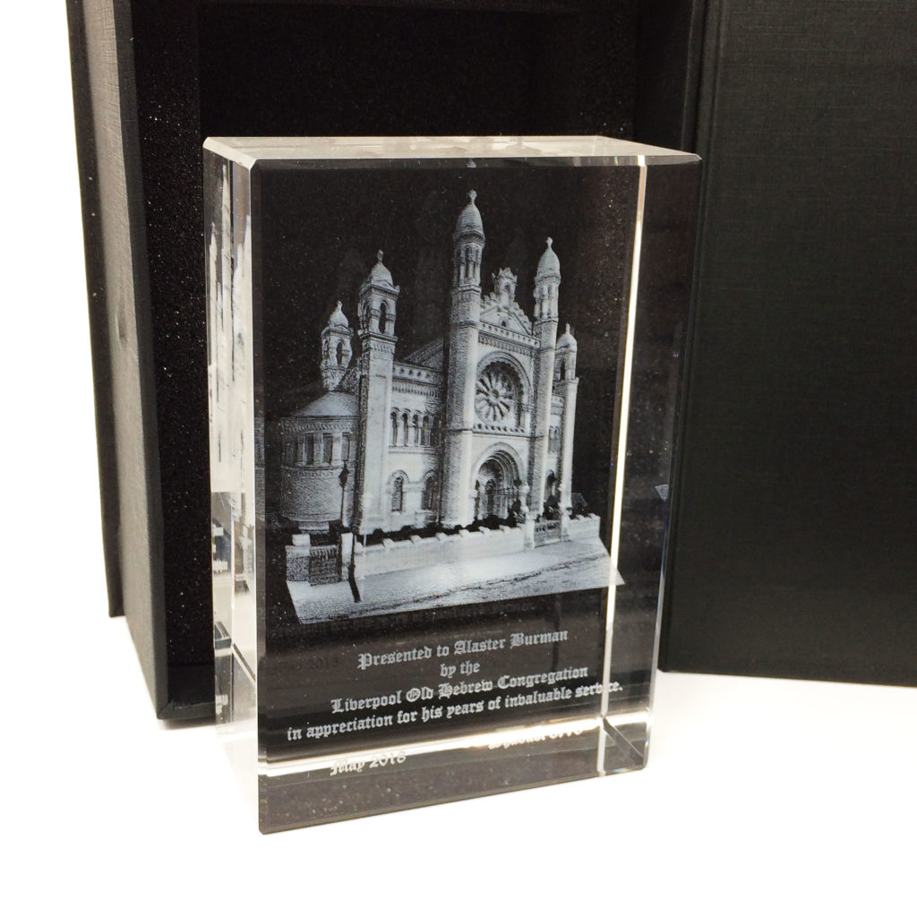 Tombstone trophy with 3D engraving of a building